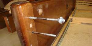 Двуспальная ровать: передняя панель со шпильками
